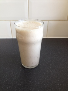 Apple and cinnamon smoothie picture